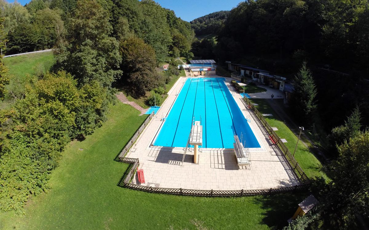 Schwimmbadansicht